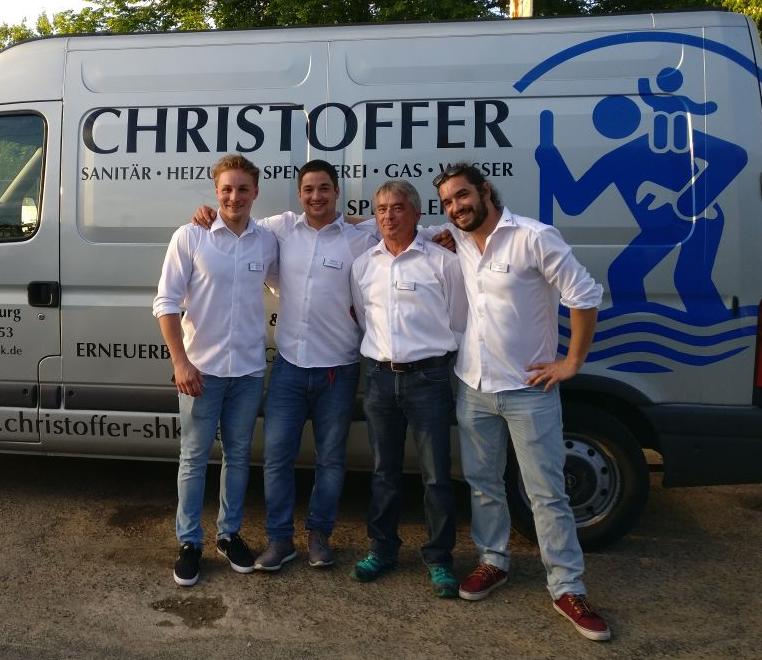 Team Christoffer SHK vor Firmenwagen